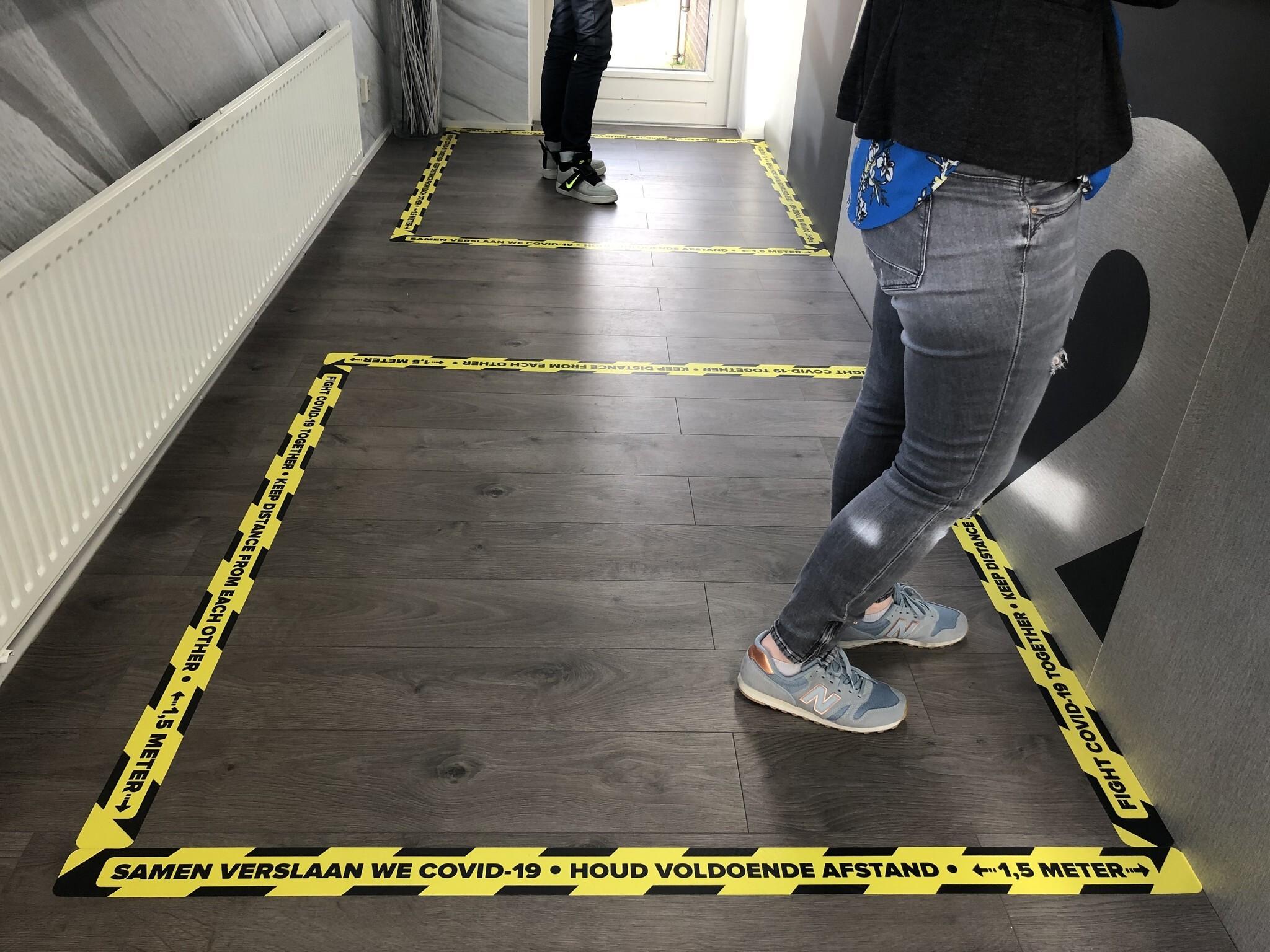 Bodenlinienaufkleber Abstand 1,5 Meter halten